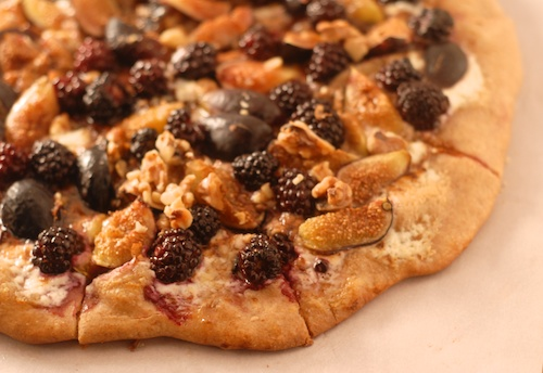 blackberry fig mascarpone pizza sliced